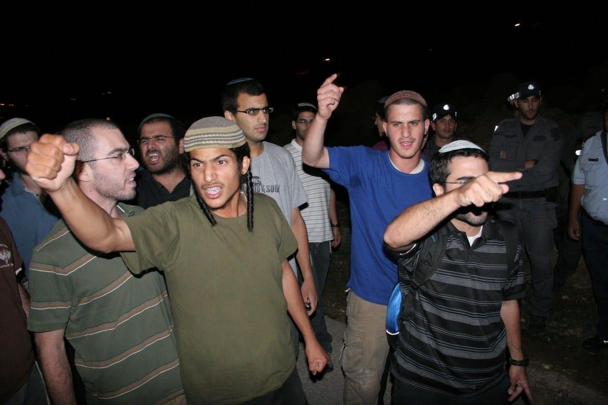 Colonos israelenses na Cisjordânia, em 31 de agosto de 2010. [Mamoun Wazwaz/ApaImages].