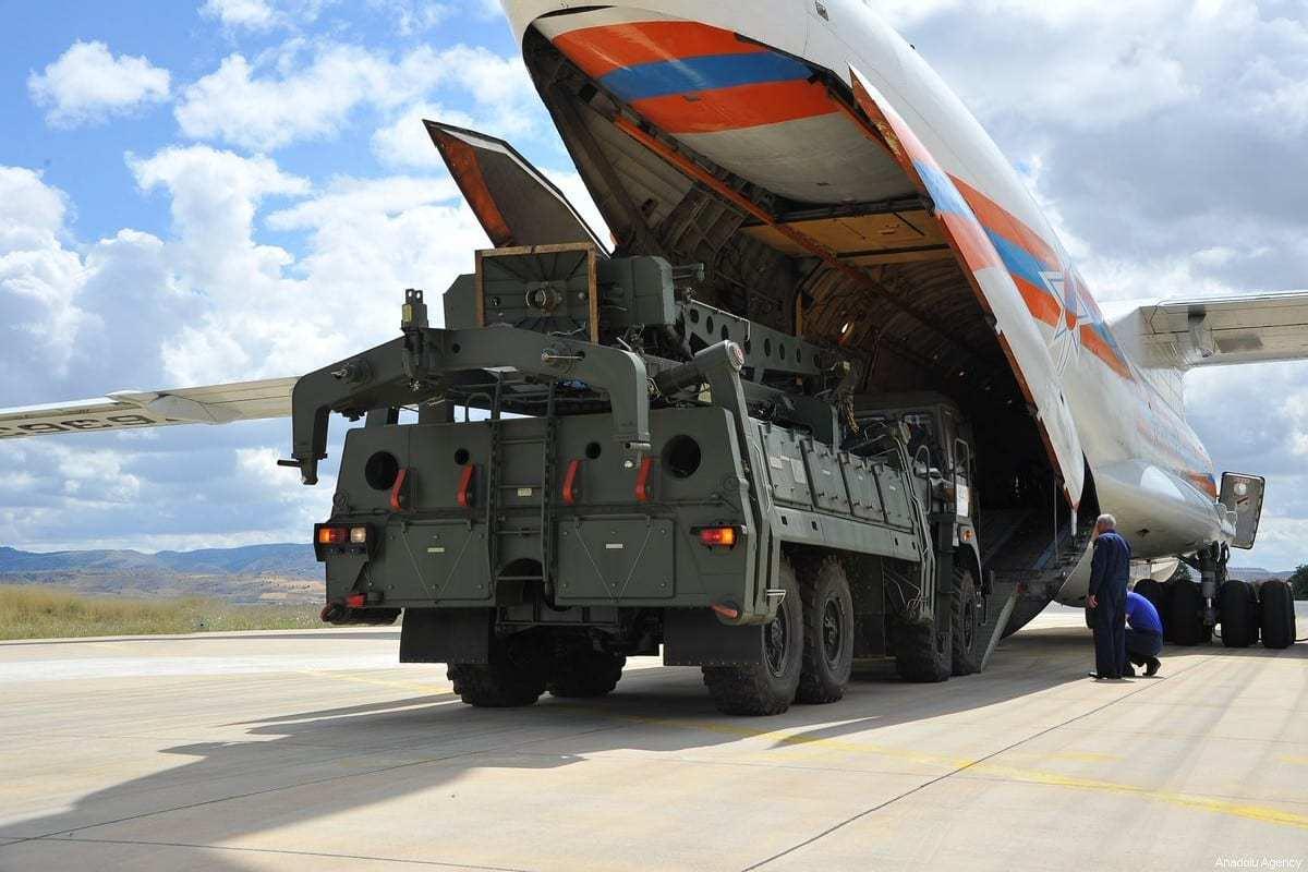 Sistema de defesa antimísseis S-400 da Rússia em Ancara, Turquia, em 12 de julho de 2019. [Ministério da Defesa Nacional da Turquia/Anadolu Agency]