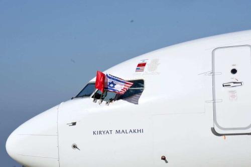Avião com oficiais israelenses e americanos chega ao Aeroporto de Rabat-Salé, após acordo de normalização entre Israel e Marrocos, na capital marroquina Rabat, em 22 de dezembro de 2020 [Embaixada dos Estados Unidos no Marrocos/Agência Anadolu]