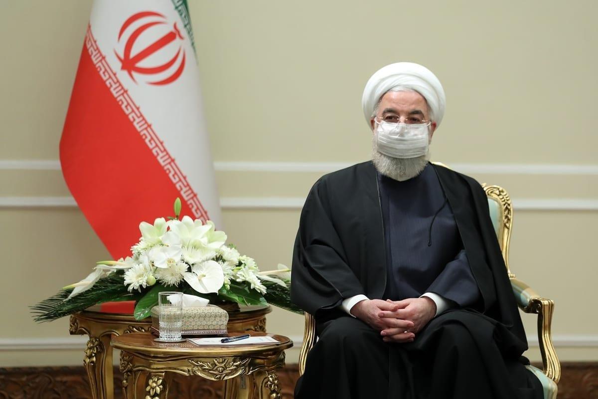O presidente iraniano Hassan Rouhani recebe o ministro das Relações Exteriores do Catar, Mohammed bin Abdulrahman bin Jassim Al-Thani (não visto), em Teerã, Irã, em 16 de fevereiro de 2021. [Presidência do Irã/Anadolu Agency]