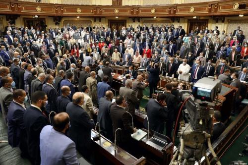 Membros do parlamento egípcio participam de uma sessão geral na capital, Cairo, em 20 de julho de 2020. [AFP via Getty Images]