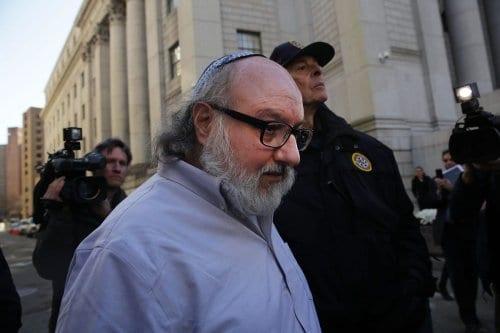 Jonathan Pollard, americano condenado por espionagem em nome de Israel, deixa o tribunal em Nova York, em 20 de novembro de 2015 [Spencer Platt/Getty Images]