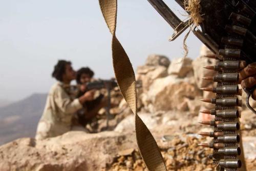 Combatentes tribais iemenitas em combate contra os houthis, na cidade de Marib, Iêmen, 27 de junho de 2016 [Abdullah al-Qadry/AFP/Getty Images]