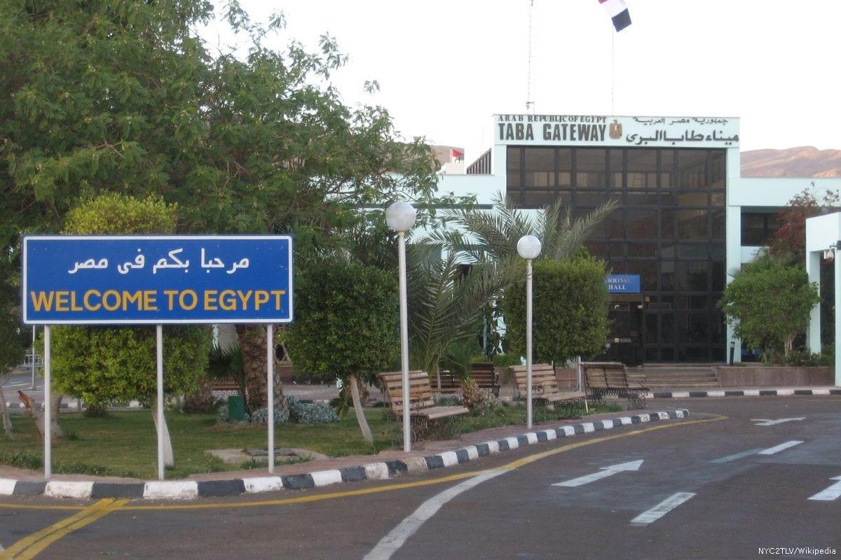 Entrada na fronteira egípcia Taba em 2 de dezembro de 2010 [NYC2TLV / Wikipedia]