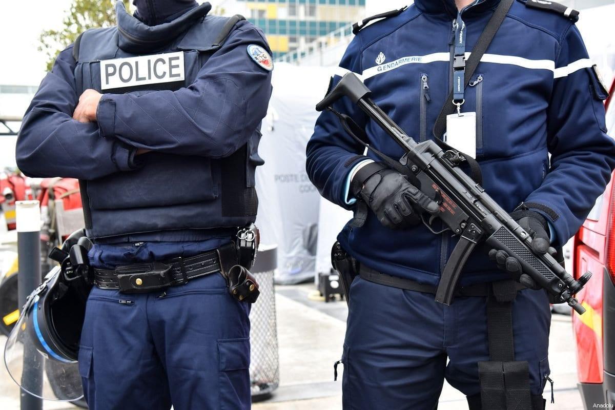 Policiais franceses em Paris, França, em 18 de março de 2017. [Mustafa Yalçın/Agência Anadolu]