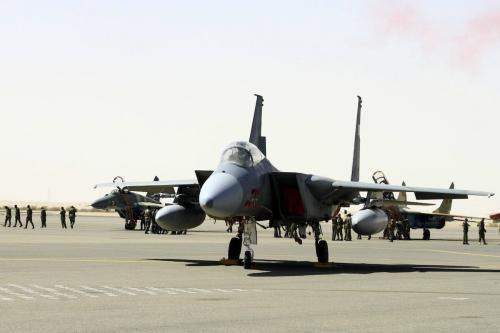 Jato combatente da Força Aérea Real da Arábia Saudita, durante exercício conjunto na base aérea de Marwa, em Cartum, capital do Sudão, 9 de abril de 2017 [Ebrahim Hamid/Agência Anadolu]