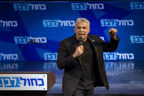 Yair Lapid, líder da oposição israelense, durante a etapa final da campanha eleitoral do partido Azul e Branco (Kahol Lavan), em Tel Aviv, 15 de setembro de 2019 [Faiz Abu Rmeleh/Agência Anadolu]