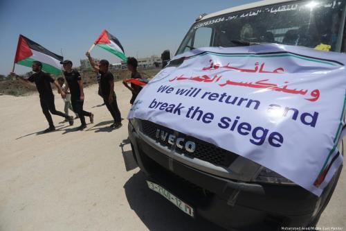 Palestinos em Gaza protestam contra fechamentos impostos pela ocupação israelense em 22 de julho de 2019 [Mohammed Asad / Monitor do Oriente Médio]