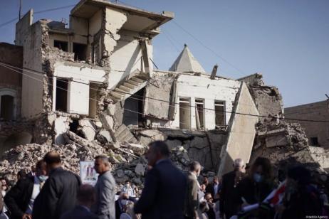 Uma vista da Praça da Igreja de Hosh al-Bieaa enquanto os preparativos continuam antes da chegada do Papa Francisco, em Mosul, Iraque em 7 de março de 2021 [Osama Al Maqdoni / Agência Anadolu]
