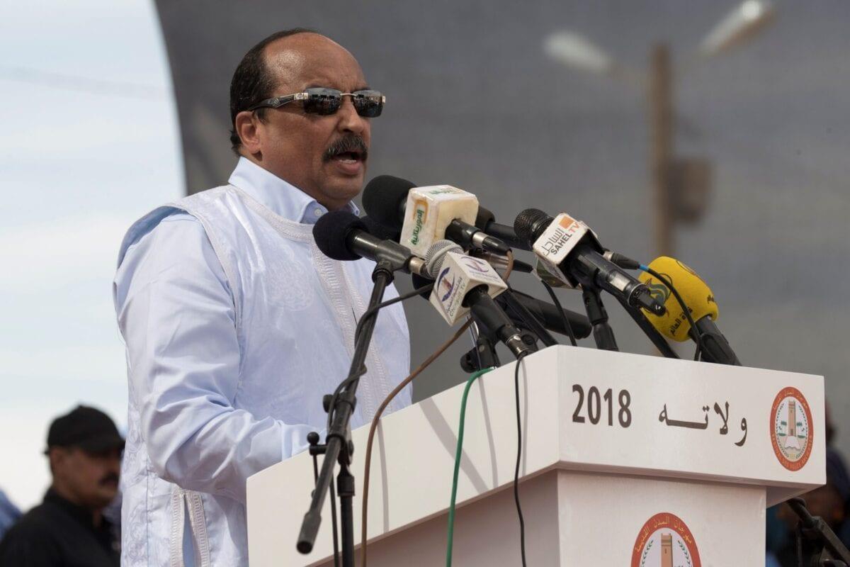 O ex-presidente da Mauritânia, Mohamed Ould Abdel Aziz, faz um discurso durante o lançamento do o Old Cities Festival, em Oualata, em 20 de novembro de 2018 [Thomas Samson/ AFP via Getty Images]