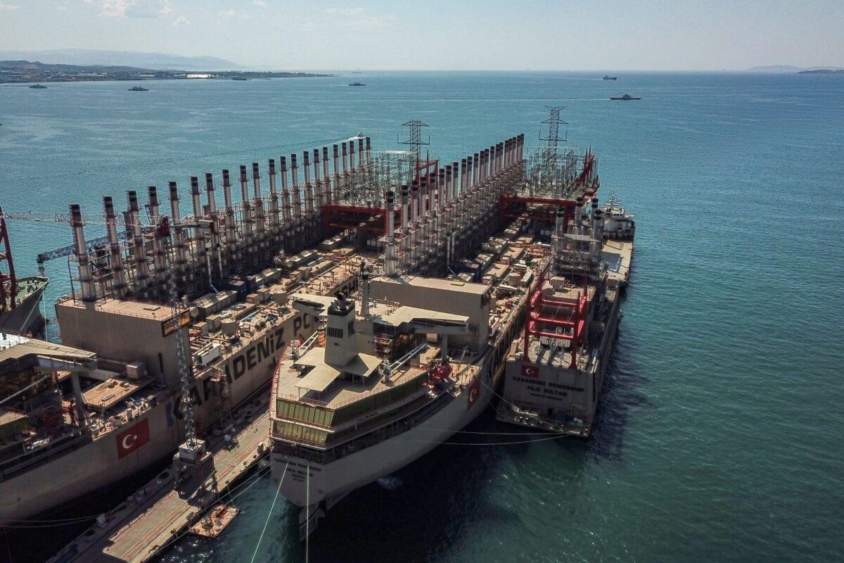 Vista aérea dos navios de geração de energia Orca Sultan e Raif Bey, ancorados em um estaleiro em Yalova, Turquia, 16 de junho de 2020 [Ozan Kose/AFP via Getty Images]