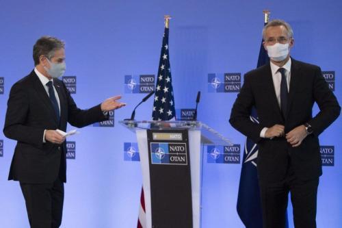 Secretário de Estado dos Estados Unidos Antony Blinken (à esquerda) e Jens Stoltenberg, Secretário-Geral da Organização do Tratado do Atlântico Norte (OTAN), em reunião com Ministros de Relações Exteriores dos estados-membros da coalizão, na sede da OTAN, em Bruxelas, Bélgica, 23 de março de 2021 [Virginia Mayo/AFP via Getty Images]