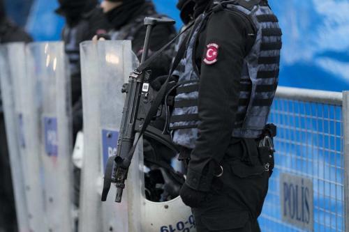 Polícia da Turquia em Istambul, Turquia, 1° de janeiro de 2017 [Kenzo Tribouillard/Getty Images]