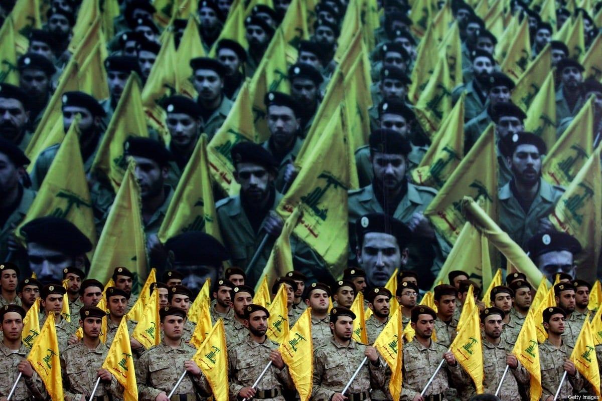 Membros da ala armada do Hezbollah se apresentam durante discurso televisionado de Hassan Nasrallah em 22 de fevereiro de 2008, em Beirute, Líbano. [JOSEPH BARRAK/AFP via Getty Images]