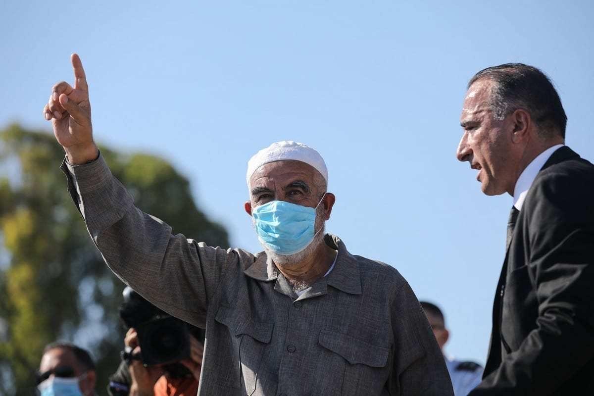 Sheikh Raed Salah, chefe do Movimento Islâmico em Israel fora de uma prisão em Haifa em 16 de agosto de 2020 [Agência Mostafa Alkharouf / Anadolu]
