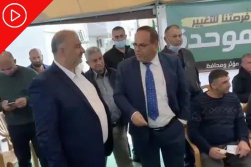 Parlamentar israelense Ayoud Kara encontra-se com Mansour Abbas, líder do Partido Ra'am, para debater colaboração no Knesset [Twitter]