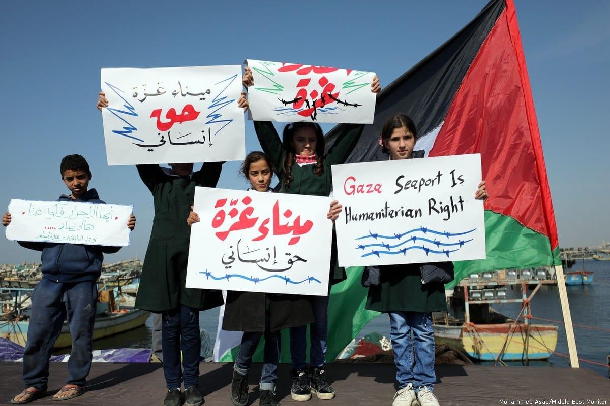 Palestinos em Gaza protestam contra o cerco israelense na Faixa em 5 de fevereiro de 2019 [Mohammed / Asad/ Monitor do Oriente Médio]