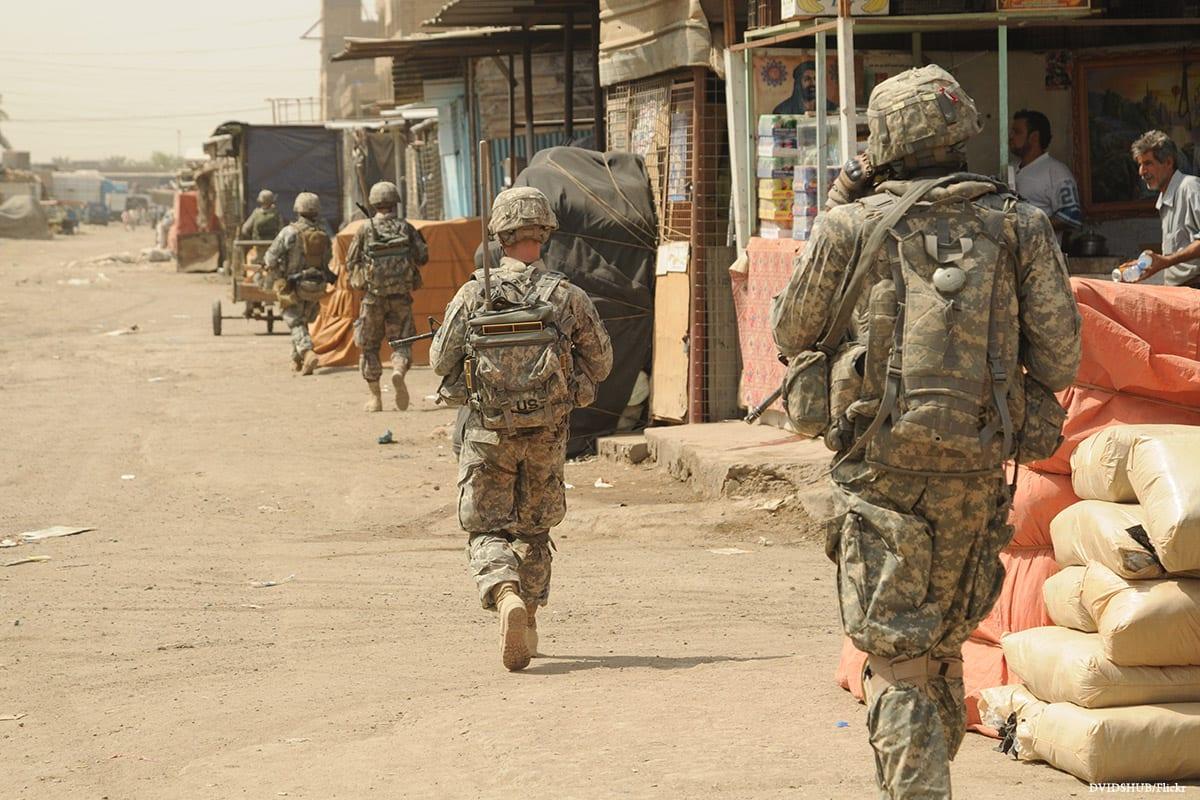 Soldados dos EUA durante a invasão de 2003, em Bagdá, Iraque. [DVIDSHUB/Flickr]