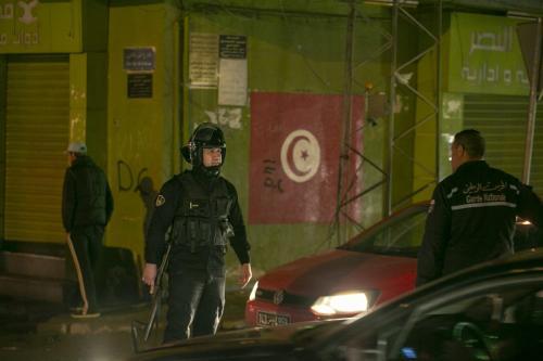 Polícia tunisiana em Tunis, em 19 de janeiro de 2021 [Yassine Gaidi / Agência Anadolu].