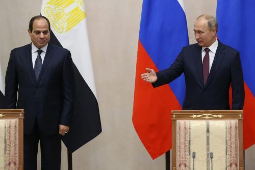 O presidente russo Vladimir Putin (dir.) e o presidente egípcio Abdel Fattah el-Sisi (L) participou de sua reunião em Sochi, Rússia, em 17 de outubro de 2018. [Mikhail Svetlov / Getty Image]