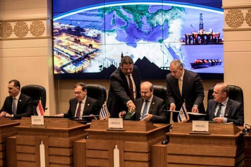 Da direita para a esquerda: Ministro de Energia de Israel Yuval Steinitz; Ministro de Energia da Grécia Kostis Hatzidakis; Ministro do Petróleo do Egito Tarek el-Molla; e Ministro de Energia do Chipre Yiorgos Lakkotrypis, durante reunião do Fórum de Gás Natural do Mediterrâneo Oriental, no Cairo, 16 de janeiro de 2020 [Khaled Desouki/AFP via Getty Images]