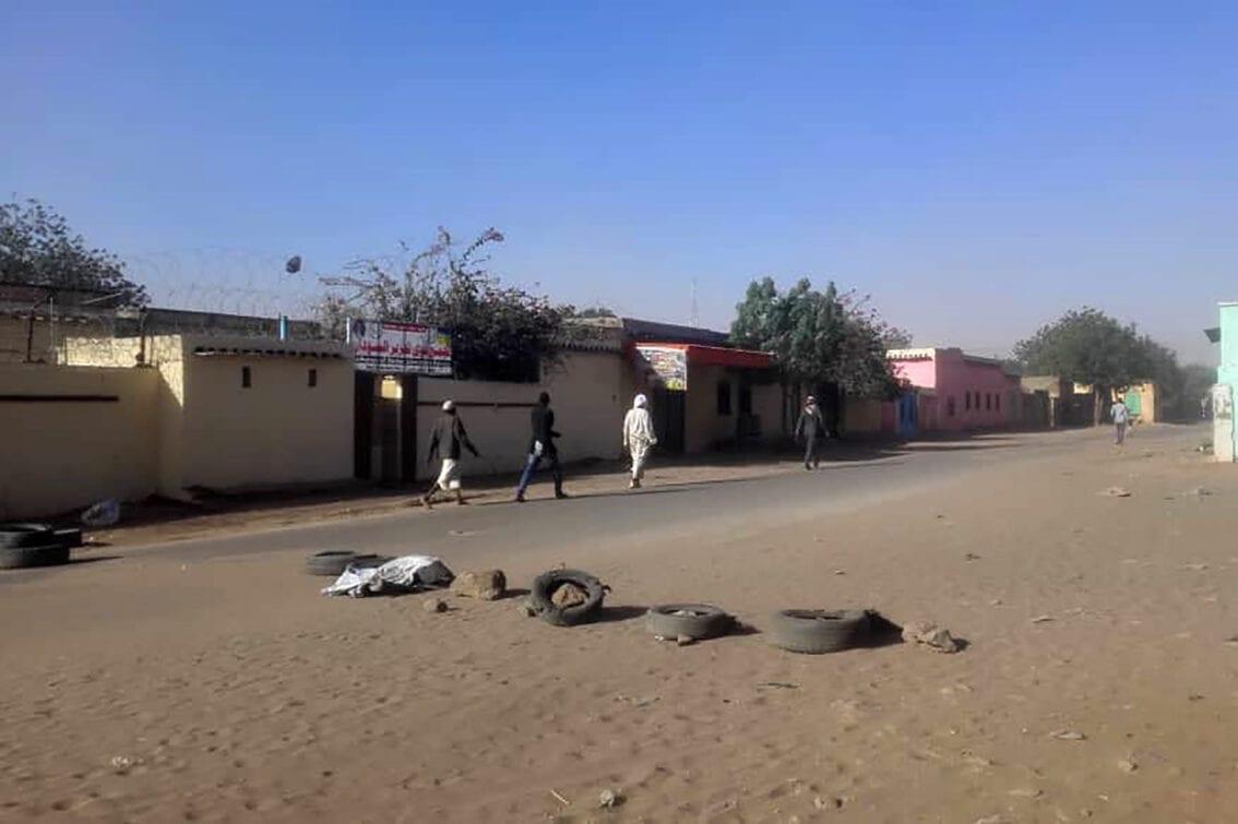 Área de confronto entre nômades árabes e membros do grupo étnico não-árabe massalite, em El Geneina, capital de Darfur Ocidental, Sudão, 20 de janeiro de 2020 [AFP via Getty Images]