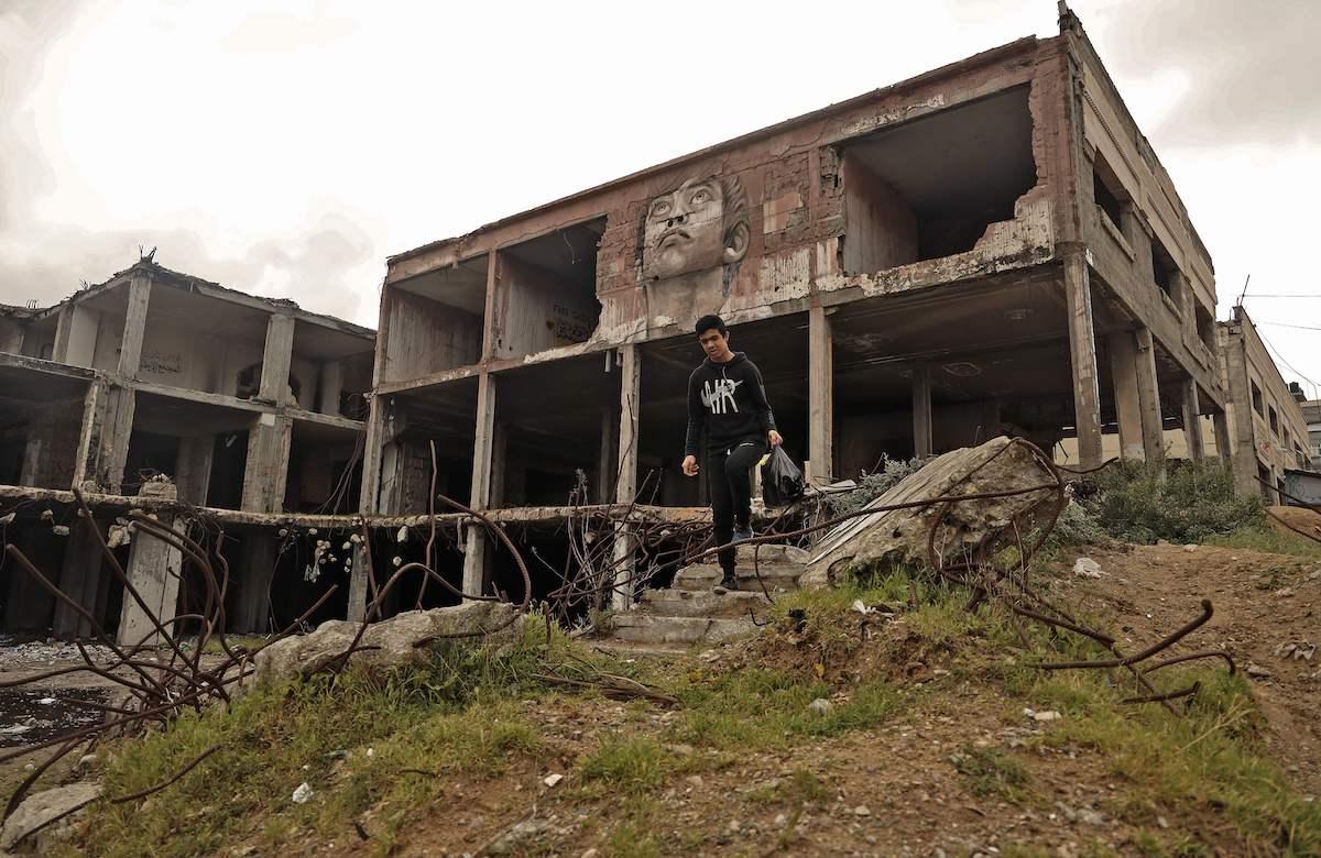Uma foto tirada em 4 de março de 2021 mostra o chamado complexo italiano na Cidade de Gaza, que foi severamente danificado por ataques aéreos israelenses durante a guerra de 2014. [Mohammed Abed/AFP via Getty Images]