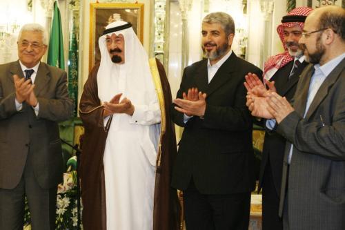 Da esquerda para a direita: Presidente da Autoridade Palestina Mahmoud Abbas; Rei Abdullah da Arábia Saudita; Khaled Meshaal, líder do Hamas; e então Primeiro-Ministro da Autoridade Palestina Ismail Haniyeh, em Meca, Arábia saudita, 9 de fevereiro de 2007 [Suhaib Salem/Pool/Getty Images]
