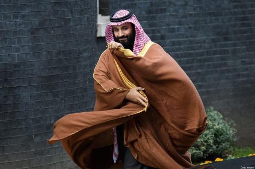 O príncipe saudita Mohammed bin Salman chega para uma reunião com a primeira-ministra britânica, Theresa May (não retratada), em 7 de março de 2018 em Londres, Inglaterra [Leon Neal/Getty Images]