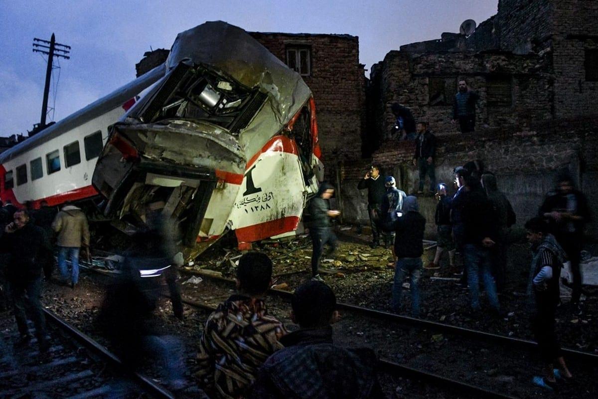 Cena de uma colisão ferroviária na capital egípcia, Cairo, em 12 de março de 2020 [AFP/Getty Images]