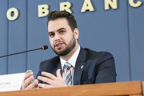 Filipe Martins, que é assessor da Presidência da República, teria feito gesto associado a supremacistas brancos durante audiência pública no Senado (Arquivo pessoal)