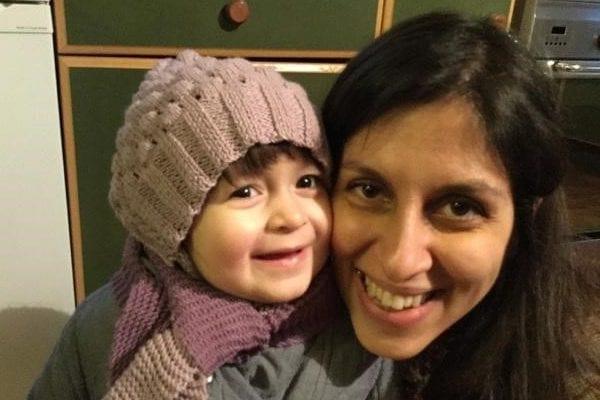 Nazanin Zaghari-Ratcliffe e sua filha Gabriella em Londres, Reino Unido, 7 de fevereiro de 2016 [Karl Brandt/Reuters]
