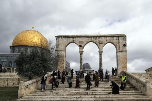 Complexo da Mesquita Al-Aqsa em Jerusalém em 10 de abril de 2021 [Mostafa Alkharouf/ Agência Anadolu]
