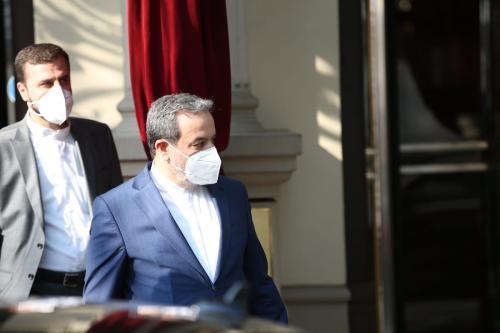 Seyyed Abbas Araghchi, vice-chanceler para assuntos políticos do Irã, após reunião sobre o Plano de Ação Conjunto Global (JCPOA), ou acordo nuclear iraniano, em Viena, Áustria, 1° de maio de 2021 [Aşkın Kıyağan/Agência Anadolu]
