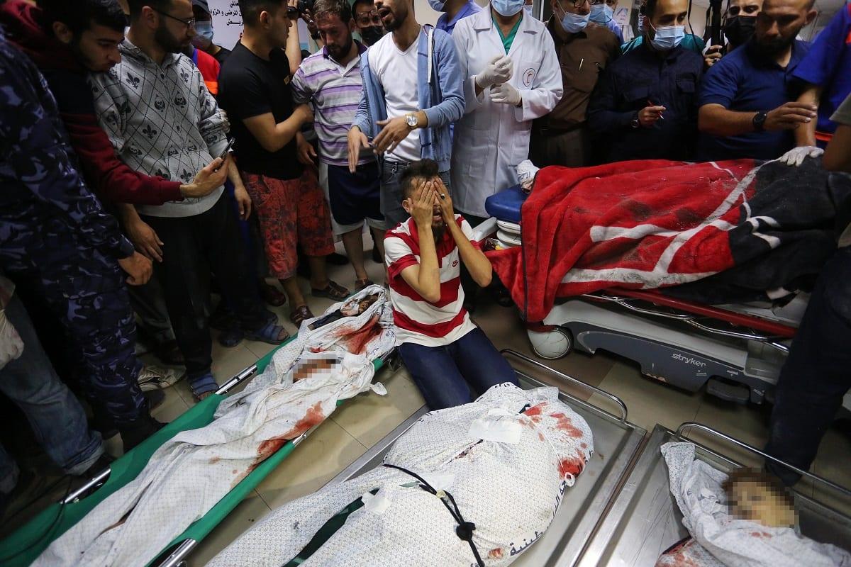 Foto do Hospital Al-Shifa com mortos do massacre no Campo Al-Shati, 14 de maio de 2021 [Ashraf Amra/Agência Anadolu]
