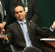 """Eduardo Bolsonaro critica investigação da ONU sobre Israel e compara organização com """"bandidos"""""""