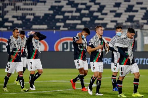 Jogadores de futebol do Club Deportivo Palestino no Chile se solidarizam com o povo de Jerusalém, 8 de maio de 2021 [Francisco Longa/Club Deportivo Palestino]