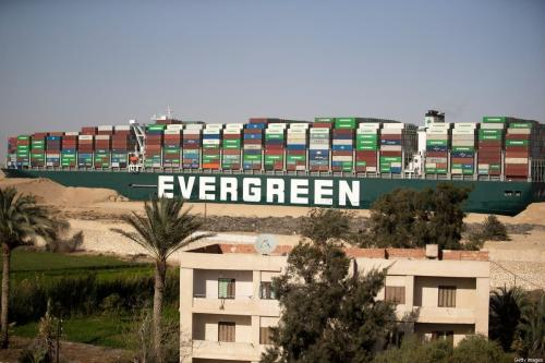 Navio de carga Ever Given após liberar a travessia do Canal de Suez, em 29 de março de 2021 [Mahmoud Khaled/Getty Images]