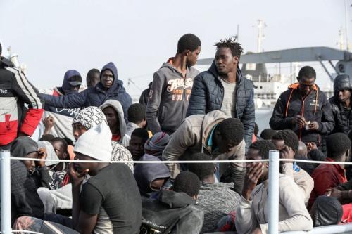 Migrantes chegam à base naval na capital líbia de Trípoli em 29 de abril de 2021 [Mahmud Turkia/ AFP via Getty Images]