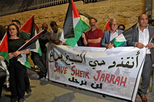 Palestinos em Belém, na Cisjordânia ocupada, protesto em solidariedade aos residentes palestinos do bairro de Sheikh Jarrah em Jerusalém oriental em 10 de maio de 2021 [Hazem Bader/ AFP via Getty Images]