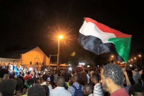 Protesto em frente à sede do exército em Cartum, capital do Sudão, 11 de maio de 2021 [Ashraf Shazly/AFP via Getty Images]