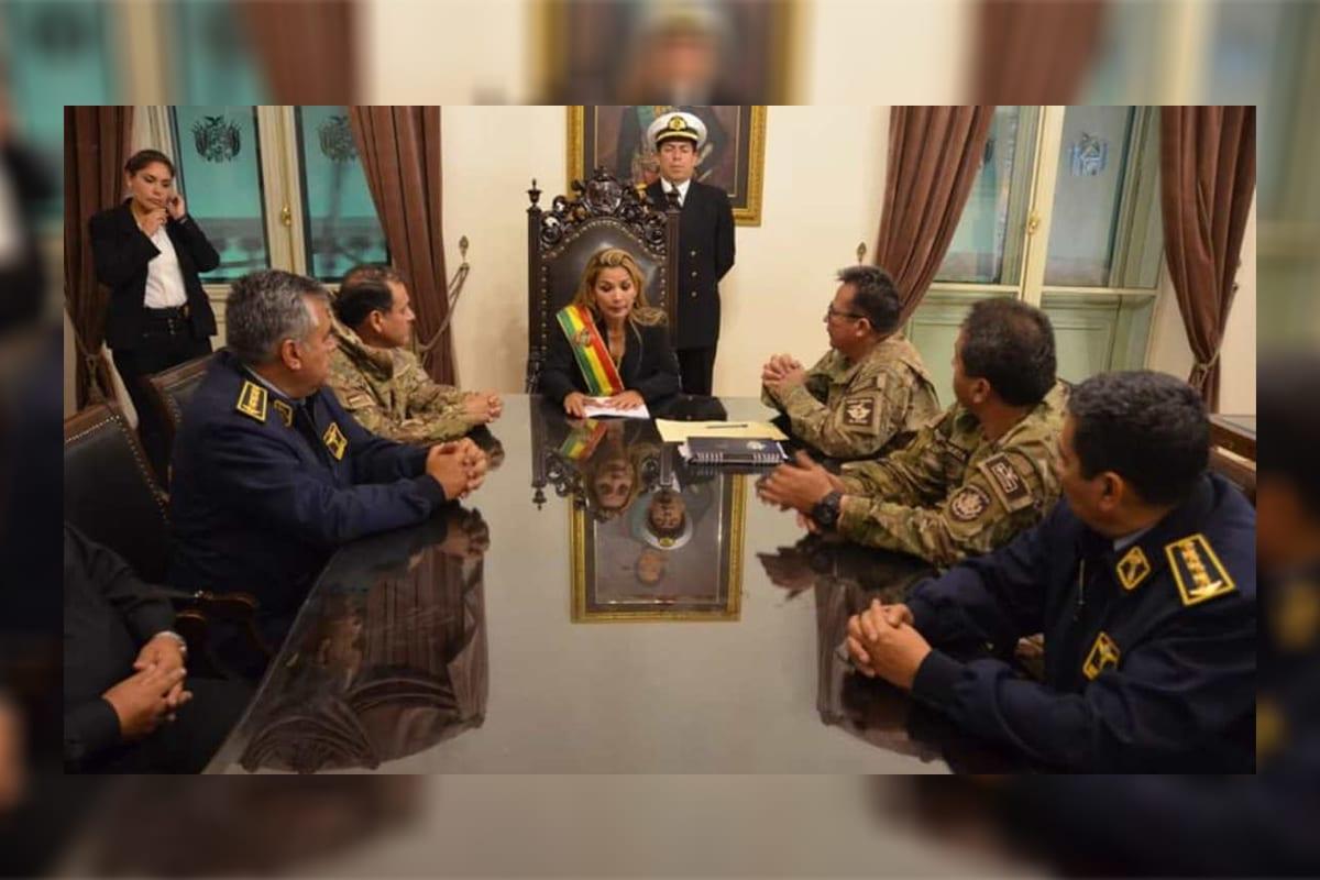 Reunião do Ministério de Jeanine Añez, que assumiu o governo após a renúncia forçada de Evo Morales em 2019 [Arquivo/Bolívia]