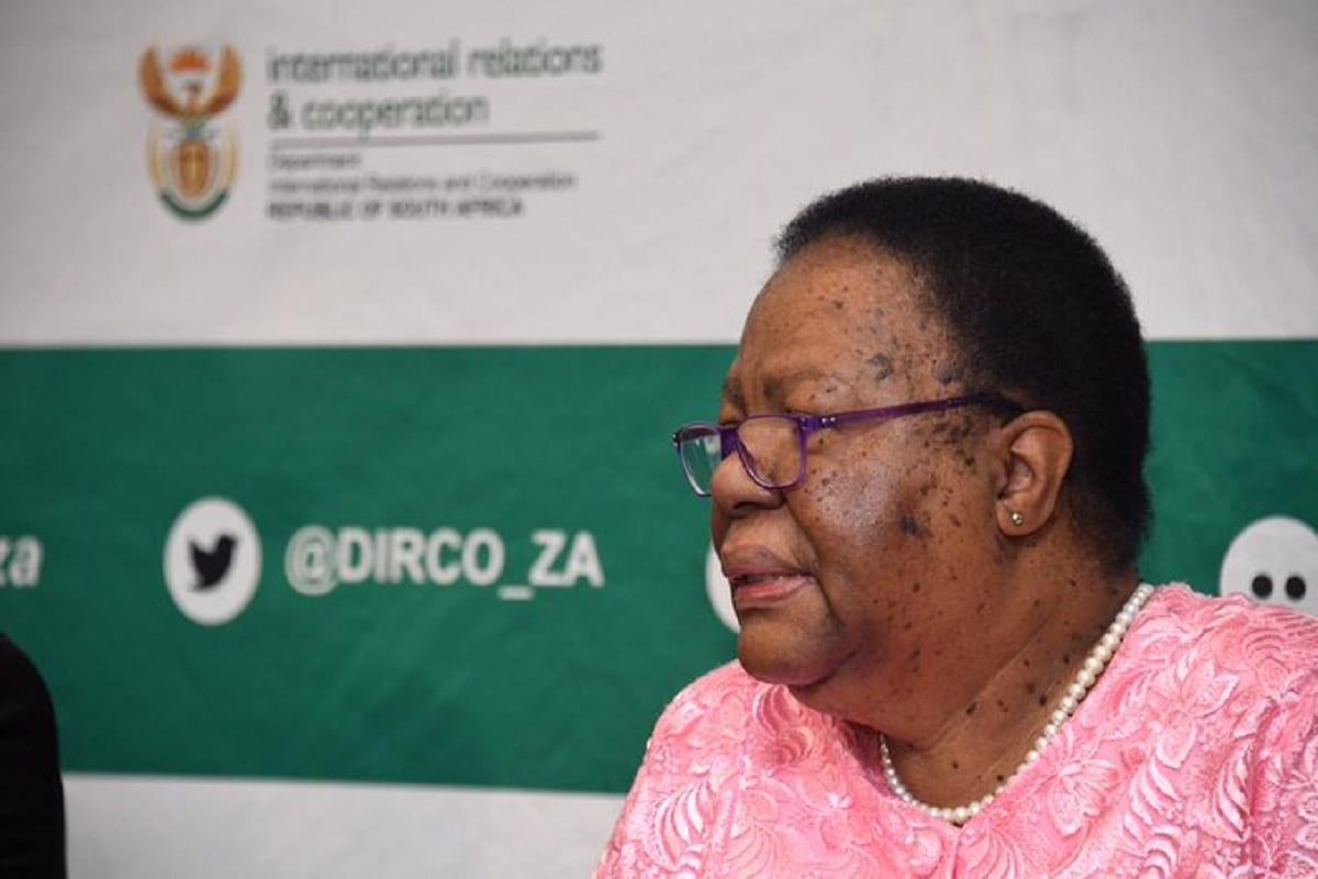 Ministra Grace Naledi Mandisa Pandor, do Departamento de Relações e Cooperação Internacional da África do Sul [Dirco Media Briefing]
