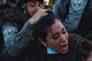 Mulheres palestinas lideram a resistência contra a expulsão imposta por Israel a famílias de Sheikh Jarrah, em Jerusalém Oriental ocupada