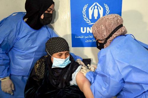 Um paciente recebe a vacina contra o coronavírus em Amã, Jordânia, em 15 de fevereiro de 2021 [Khalil Mazraawi/AFP/Getty Images]