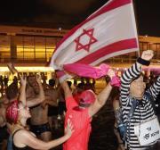 Queda de Netanyahu traz breve otimismo