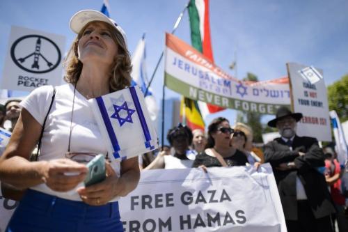 Ativistas sionistas protestam contra sessão do Conselho de Direitos Humanos das Nações Unidas sobre os bombardeios israelenses contra a Faixa de Gaza, em Genebra, Suíça, 29 de junho de 2015 [Fabrice Coffrini/AFP via Getty Images]