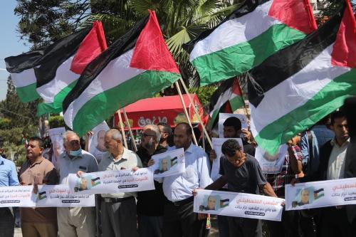 Palestinos protestam contra a morte do ativista Nizar Banat em Gaza, em 24 de junho de 2021 [Mohammed Asad / Monitor do Oriente Medio]