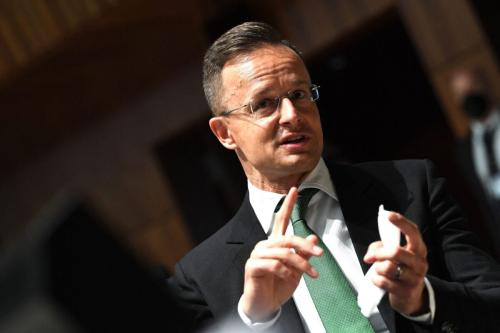 O Ministro das Relações Exteriores e Economia da Hungria, Peter Szijjarto, gesticula durante uma reunião de Assuntos Gerais em Luxemburgo, em 22 de junho de 2021 [JOHN THYS/POOL/AFP via Getty Images]