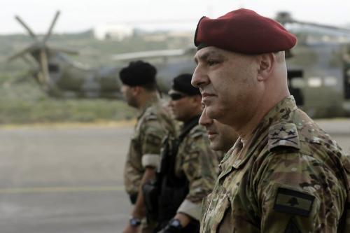 General Joseph Aoun ( D), Chefe do Estado-Maior do Exército Libanês, no norte de Beirute, em 12 de junho de 2018. [JOSEPH EID/AFP via Getty Images].